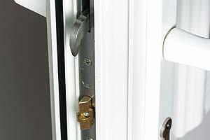 Multipoint hook locking